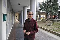 - Milano, quartiere delle case popolari ALER di via Salomone; le &quot;Case bianche&quot; lotto 64; Giorgio Sarto, responsabile delllo Spazio Anziani gestito dai volontari della Caritas<br /> <br /> - Milano, district of public housing ALER in Salomone street; the &quot;White Houses&quot; Lot 64; Giorgio Sarto, manager of thr Elderly Space  run by volunteers of Caritas