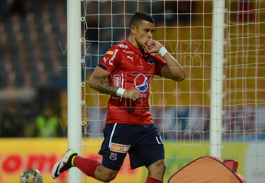 MEDELLÍN -COLOMBIA-1-MAYO-2016.Leonardo Castro del Medellín celebra su gol contra  Fortaleza FC  durante partido por la fecha 16 de Liga Águila I 2016 jugado en el estadio Atanasio Girardot ./ Leonardo Castro  of  Medellin  celebrates his goal against of Fortaleza  FC during the match for the date 16 of the Aguila League I 2016 played at Atanasio Girardot  stadium in Medellin . Photo: VizzorImage / León Monsalve  / Contribuidor