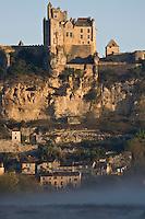 Europe/France/Aquitaine/24/Dordogne/Vallée de la Dordogne/Périgord Noir/Beynac-et-Cazenac: Brumes matinales sur le Château