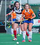 HUIZEN - Hockey - Myrthe van Kesteren (Bldaal) met Daphne Koolhaas (HUI) )  Hoofdklasse hockey competitie, Huizen-Bloemendaal (2-1) . COPYRIGHT KOEN SUYK
