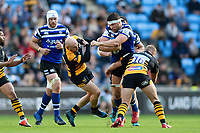Charlie Ewels of Bath Rugby fends Joe Simpson of Wasps. Heineken Champions Cup match, between Wasps and Bath Rugby on October 20, 2018 at the Ricoh Arena in Coventry, England. Photo by: Patrick Khachfe / Onside Images