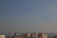 S&Atilde;O PAULO, SP, 27/06/2012, CLIMA TEMPO.<br /> <br />  Tarde de sol forte em S&atilde;o Paulo nessa Quarta-feira (27), a Defesa Civil chegou a decretar estado de aten&ccedil;&atilde;o na madrugada de hoje, devido as baixas temperaturas.<br /> <br />  Luiz Guarnieri/ Brazil Photo Press