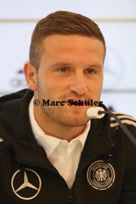 Skodran Mustafi - Pressekonferenz der Deutschen Nationalmannschaft zur WM-Vorbereitung in St. Martin