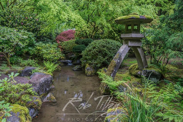 USA, OR, Portland, Porland Japanese Garden Lantern