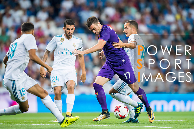 Jordan Veretout (l) of ACF Fiorentina fights for the ball with Lucas Vazquez of Real Madrid during the Santiago Bernabeu Trophy 2017 match between Real Madrid and ACF Fiorentina at the Santiago Bernabeu Stadium on 23 August 2017 in Madrid, Spain. Photo by Diego Gonzalez / Power Sport Images