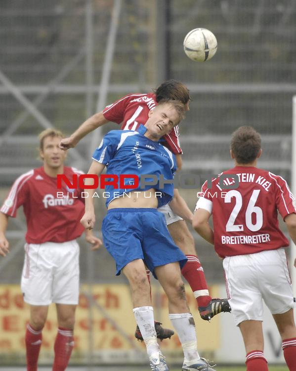 RLN 2006/2007 - 11.Spieltag Hinrunde Kickers Emden - Holstein Kiel 0:0<br /> Kopfball Sebastian Schoof (Kickers) - Sven Boy<br /> <br /> <br /> Foto &copy; nordphoto *** Local Caption *** Foto ist honorarpflichtig! zzgl. gesetzl. MwSt.<br /> <br /> <br /> <br /> Belegexemplar erforderlich