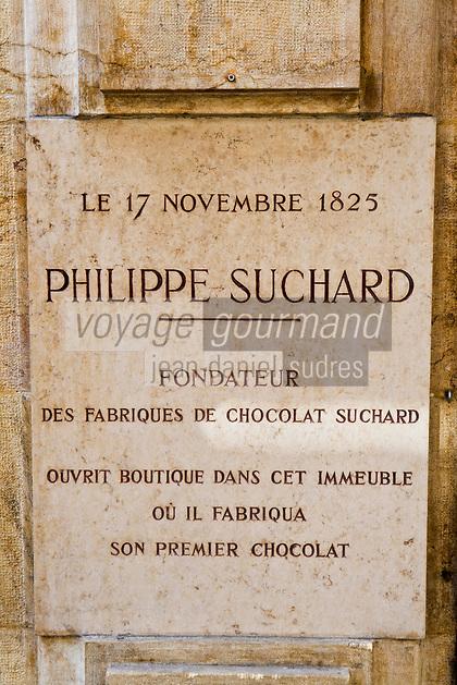 Europe/Suisse/Jura Suisse/ Neuchatel: Plaque commémorant la première boutique de Phillipe Suchard créée en 1825