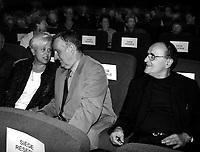 ID :  pr_000824B_93<br /> <br /> LÈgende :  De Gauche ‡ droite :<br /> -Louise Harel ;  Ministre des Affaires Municipales et ‡ la MÈtropole, du QuÈbec<br /> -Son Honneur, Pierre Bourque ;  Maire de MontrÈal<br /> --Serge Losique ;  PrÈsident Directeur GÈnÈral et Fondateur du FFM<br /> SoirÈe d'inauguration des nouveaux fauteuils de la salle du CinÈma ImpÈrial<br /> Le 24 ao°t 2000<br /> MENTION OBLIGATOIRE :  © Pierre Roussel, 2000