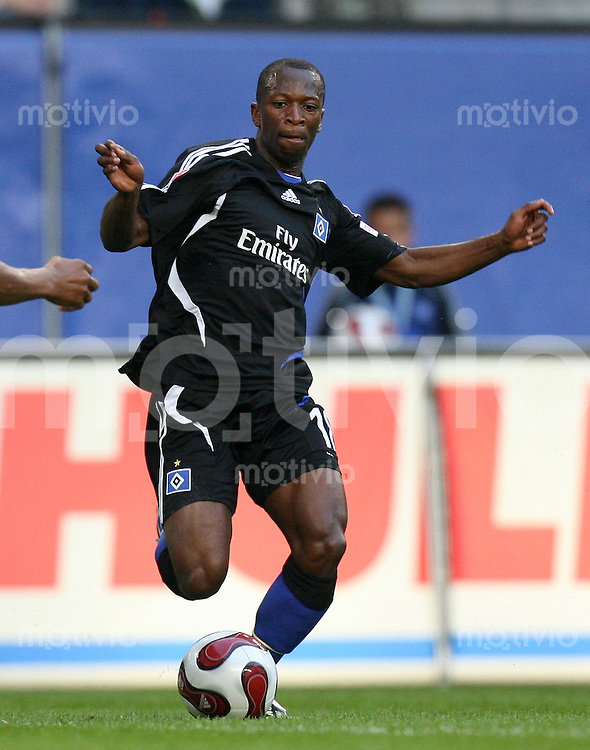 Fussball     1. Bundesliga       Saison 2007/2008 Romeo CASTELEN (Hamburger SV), Einzelaktion am Ball