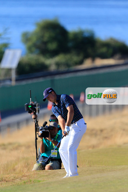 Jordan Speith (USA) chips onto the 16th green during Sunday's Final Round of the 2015 U.S. Open 115th National Championship held at Chambers Bay, Seattle, Washington, USA. 6/22/2015.<br /> Picture: Golffile | Eoin Clarke<br /> <br /> <br /> <br /> <br /> All photo usage must carry mandatory copyright credit (&copy; Golffile | Eoin Clarke)