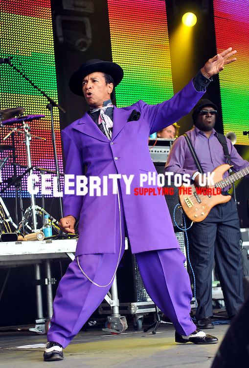 kid creole and the cocounts AT THE VINTAGE AT GOODWOOD FESTIVAL 16/08/10..BYLINE BIGPICTURESPHOTO.COM: 1870....USAGE OF THIS IMAGE OR COPY WRITTEN THAT IS BASED ON THE CAPTION, IS CONDITIONAL UPON THE ACCEPTANCE OF BIG PICTURES'S TERMS AND CONDITIONS, AVAILABLE AT WWW.BIGPICTURESPHOTO.COM..  kid creole and the cocounts AT THE VINTAGE AT GOODWOOD FESTIVAL