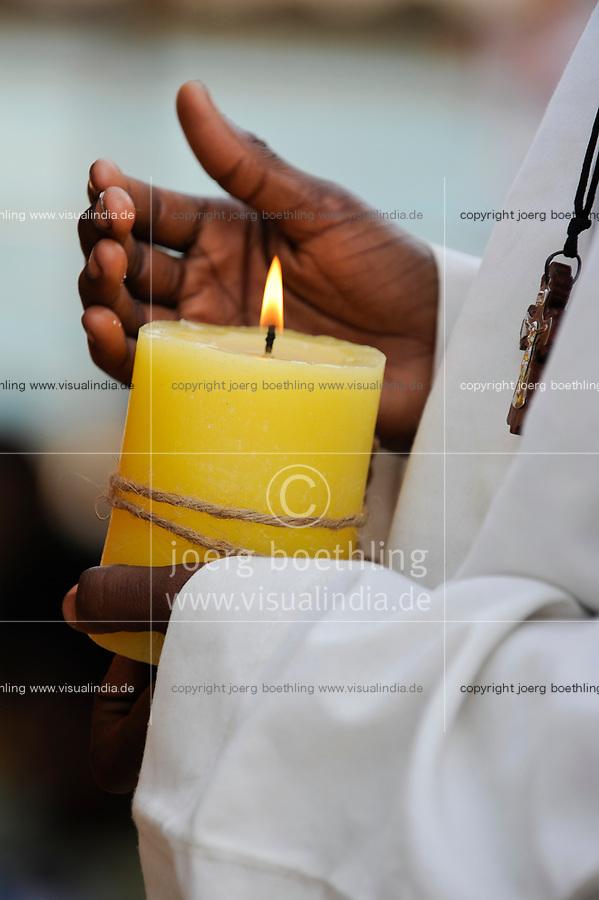 NIGER Maradi, catholic church, holy mass / NIGER Maradi, katholische Kirche, Gottesdienst, Messdiener mit Kerze