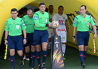IBAGUÉ -COLOMBIA, 24-06-2015. Juan Ponton, ingresa al campo de juego previo al encuentro entre Deportes Tolima y Atlético Huila por la fecha 10 de la Liga Águila II 2016 jugado en el estadio Manuel Murillo Toro de Ibagué. / Juan Ponton, referee, go inside the field prior a match between Deportes Tolima and Atletico Huila for the date 10 of the Aguila League II 2016 played at Manuel Murillo Toro stadium in Ibague city. Photo: VizzorImage / Juan Carlos Escobar / Str