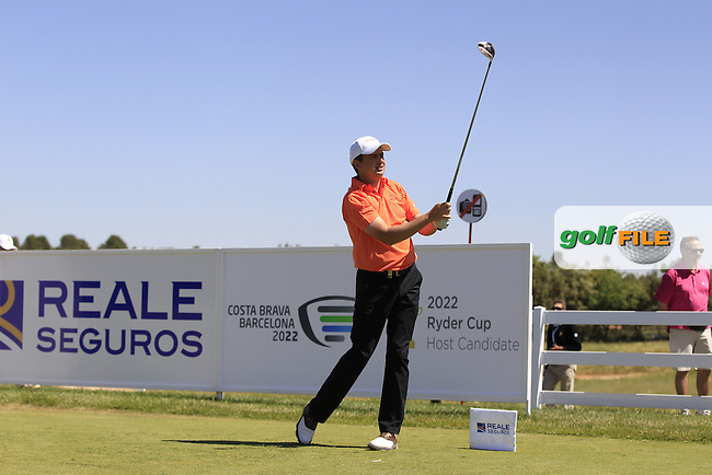 Peter Lawrie (IRL) on the 1st tee during Round 2 of the Open de Espana  in Club de Golf el Prat, Barcelona on Friday 15th May 2015.<br /> Picture:  Thos Caffrey / www.golffile.ie