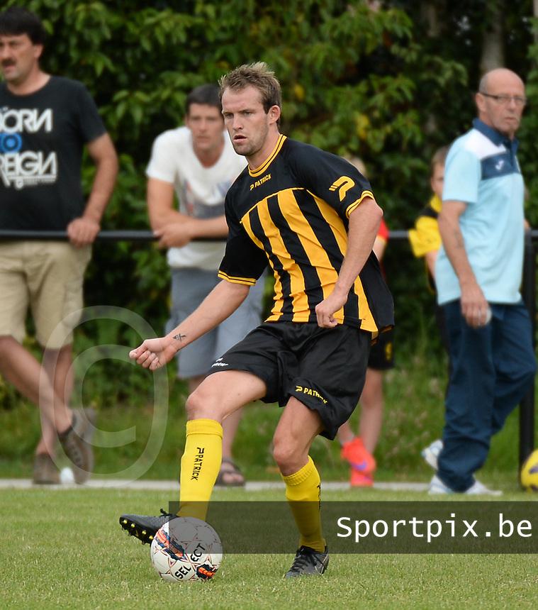 SKV Zwevezele : Davy Ghekiere <br /> Foto VDB / Bart Vandenbroucke