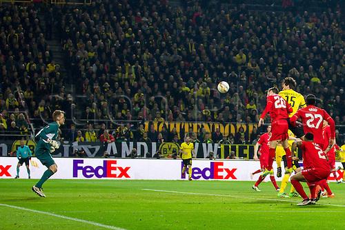07.04.2016. Dortmund, Germany. Europa League quarterfinal. Borussia Dortmund versus Liverpool FC at the Signal Iduna Park Dortmund.  Goal scorer Mats Hummels ( Dortmund ) climbs high for the 1-1 equaliser as Mignolet is beaten