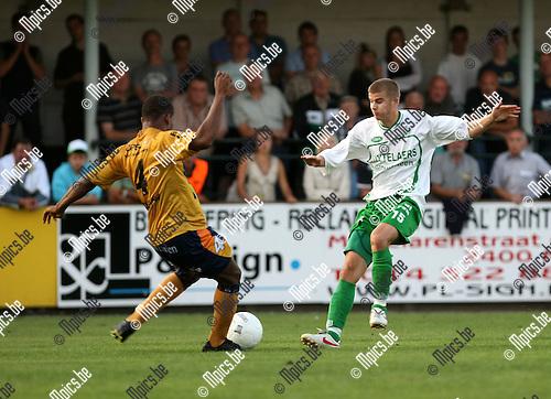 2009-08-22 / Voetbal / Cofidis Cup / Dessel Sport - OH Leuven / Oliseh (L, OHL) met Bjorn Beyens..Foto: Maarten Straetemans (SMB)..Foto: Maarten Straetemans (SMB)