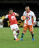 BOGOTA- COLOMBIA – 15-03-2016: Antony Otero (Izq.) jugador de Independiente Santa Fe de Colombia, disputa el balon con Jorge Acuña (Der.) jugador de Cobresal de Chile, durante partido entre Independiente Santa Fe de Colombia y Cobresal de Chile,  por la segunda fase de la Copa Bridgestone Libertadores en el estadio Nemesio Camacho El Campin, de la ciudad de Bogota. / Antony Otero (L) player of Independiente Santa Fe of Colombia, figths for the ball with Jorge Acuña (R) player of Cobresal of Chile, during a match between Independiente Santa Fe of Colombia and Cobresal of Chile, for the second phase, of the Copa Bridgestone Libertadores in the Nemesio Camacho El Campin in Bogota city. VizzorImage / Luis Ramirez / Staff.