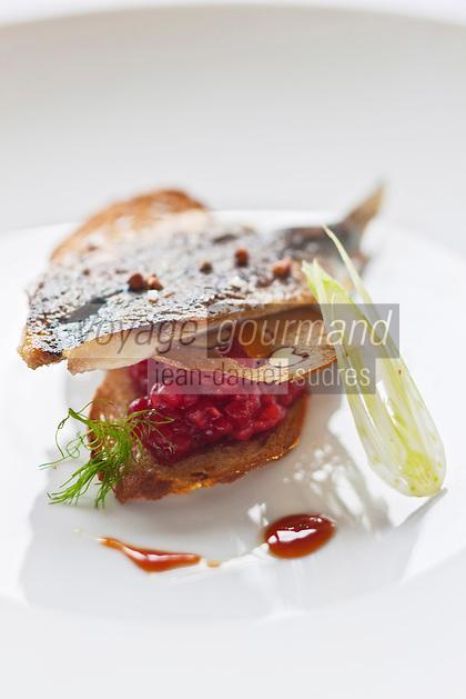 Europe/France/Bretagne/29/Finistère/Plomodiern: Sardine grillée , croustille de Sarrazin, framboises et fenouil en salade, recette d' Olivier Bellin de l'Auberge des Glazicks