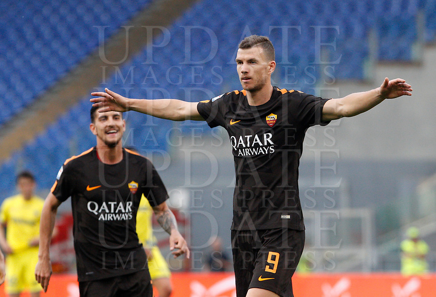 Roma s Edin Dzeko celebrates after scoring his second goal during the Italian Serie A football match between Roma and Chievo Verona at Rome's Olympic stadium, 28 April 2018.<br /> UPDATE IMAGES PRESS/Riccardo De Luca