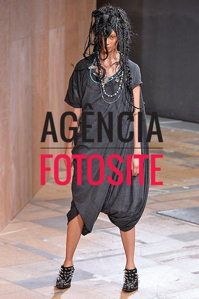 Paris, Franca&sbquo; 28/09/2013 - Desfile de Junya Watanabe durante a Semana de moda de Paris  -  Verao 2014. <br /> Foto: FOTOSITE