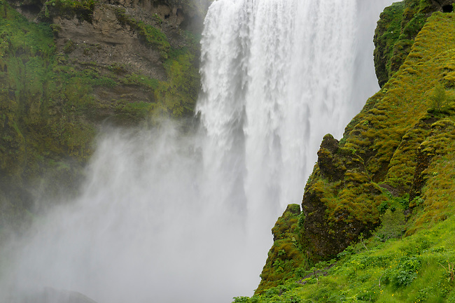 The Skogafoss is one of the biggest waterfalls in southern Iceland with a width of 15 meters (49 feet) and a drop of 60 m (200 ft).