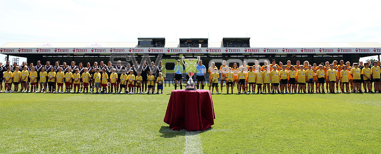 PICTURE BY VAUGHN RIDLEY/SWPIX.COM - Rugby League - Festival of World Cups, Women's Final - Australia Women v New Zealand Women - Headingley, Leeds, England - 14/07/13 - Teams line up for anthems behind the Women's Rugby League World Cup Trophy.
