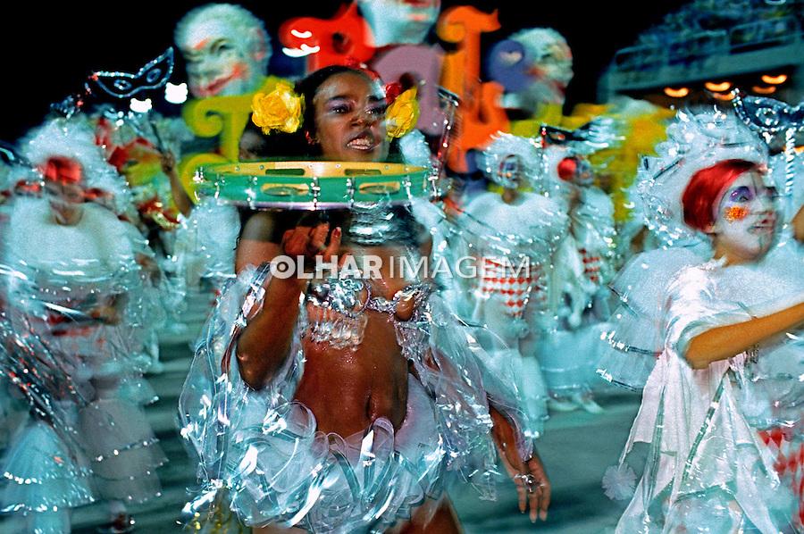 Desfile de carnaval da Estácio de Sá, Rio de Janeiro. 1985. Foto de Juca Martins.