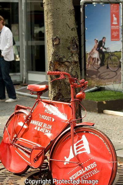 Utrecht, 23-09-2010.Nederlands Film festival.Straatbeeld, sfeer, fiets, rode.....Foto: Robert Tjalondo
