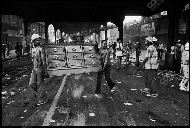 Looters during blackout. Brooklyn, New York, July 1977