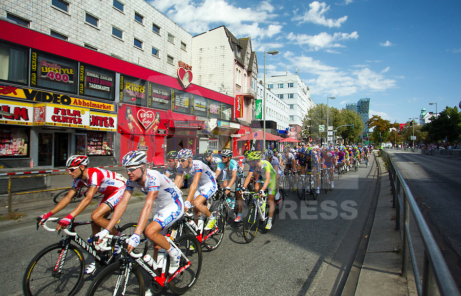 HAMBURGO, ALEMANHA, 19 AGOSTO 2012 - CICLISMO - UCI WORLD TOUR - Ciclistas durante competicao da etapa da cidade de Hambrugo do UCI World Tour, na Alemanha, neste domingo, 19. (FOTO: PIXATHLON / BRAZIL PHOTO PRESS).
