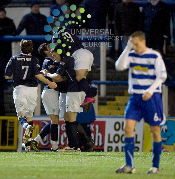 Matt Lockwood scores for Dundee from a penalty kick during the Morton v Dundee at Cappielow Park,Greenock..Picture: Universal News And Sport (Scotland).  7 December  2010..