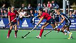 AMSTELVEEN  - Macey de Ruiter (Lar)  met Dana Luijkx (Pin) , hoofdklasse hockeywedstrijd dames Pinole-Laren (1-3). COPYRIGHT  KOEN SUYK