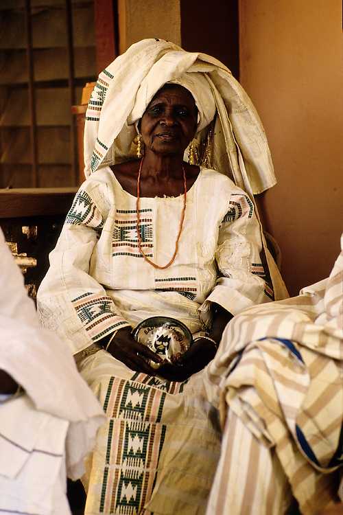 Enthronement of the king of Bariba. A lady of the court.<br />  <br /> Intronisation du roi des Bariba: Une dame de cour.