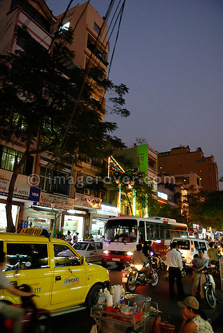 Asia, Vietnam, Ho Chi Minh City (Saigon). Street life in the backpackers area around Pham Ngu Lao / Bui Vien St. (District 1).