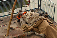 01.12.2008 Varanasi(Uttar Pradesh)<br /> <br /> Man dead in the ghat near the Ganga river.It is said in the hindouism  you are liberate from incarnations if you die in Varanasi.<br /> <br /> Homme mort sur le ghat pres du Gange.Il est dit dans l'hindouisme que si l'on meurt a Varanasi on est libéré de la chaine des incarnations.