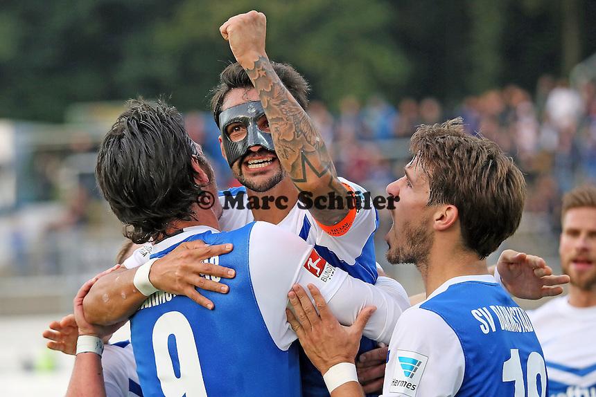 Romain Bregerie, Dominik Stroh-Engel und Aytac Sulu (SV 98) jubeln ueber das 2:0 - SV Darmstadt 98 vs. FSV Frankfurt, Stadion am Boellenfalltor
