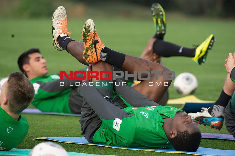 Trainingsgel&auml;nde, Jerez, ESP, 1.FBL, Trainingslager Werder Bremen 2014,  11.01.2014, <br /> <br /> Assani Lukimya (Bremen #5)<br /> <br /> Foto &copy; nordphoto/ Kokenge