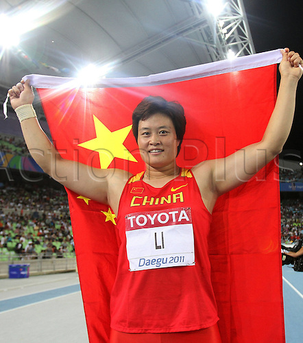 28 08 2011   Daegu  China s left Yanfeng poses with The National Flag After Winning for women s discus Throw Final AT The IAAF World Championships in Daegu August 28 2011 She Won The Gold Medal with 66 52 Metre