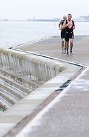 26 SEP 2010 - CLACTON, GBR - Alex Davis makes his way along the promenade during the Clacton Standard Distance Triathlon .(PHOTO (C) NIGEL FARROW)