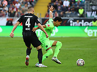 Ante Rebic (Eintracht Frankfurt) gegen Felipe(Hannover 96) - 30.09.2018: Eintracht Frankfurt vs. Hannover 96, Commerzbank Arena, DISCLAIMER: DFL regulations prohibit any use of photographs as image sequences and/or quasi-video.