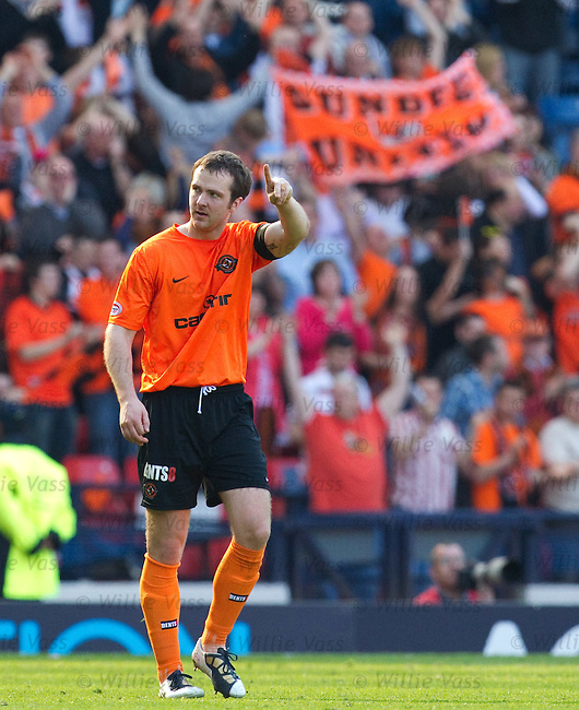 Andy Webster celebrates his goal for Dundee Utd
