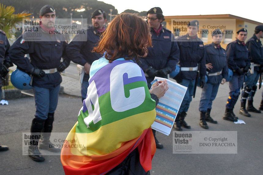 - manifestation for the peace and against the war in Iraq in front of Camp Darby US military base ....- manifestazione per la pace e contro la guerra in Iraq davanti alla base militare USA di Camp Darby
