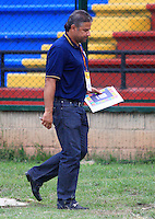 FLORIDABLANCA -COLOMBIA, 11-02-2015.  Alvaro de Jesus Gomez técnico de Aguilas Pereira durante encuentro con Alianza Perolera  por la fecha 3 de la Liga Aguila I 2015 disputado en el estadio Alvaro Gómez Hurtado de la ciudad de Floridablanca./ Alvaro de Jesus Gomez coach of Aguilas Pereira during match against Alianza Petrolera for the third date of the Aguila League I 2015 played at Alvaro Gomez Hurtado stadium in Floridablanca city Photo:VizzorImage / Duncan Bustamante / STR
