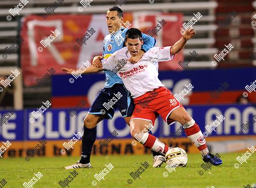 2010-11-06 / Voetbal / seizoen 2010-2011 / R Antwerp FC - FC Brussels / David Grondin met een fout op Niels Martin van Antwerp...Foto: Mpics