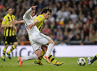 FUSSBALL  CHAMPIONS LEAGUE  HALBFINALE  RUECKSPIEL  2012/2013      Real Madrid - Borussia Dortmund                   30.04.2013 Gonzalo Higuain (li, Real Madrid) gegen Mats Hummels (re, Borussia Dortmund)
