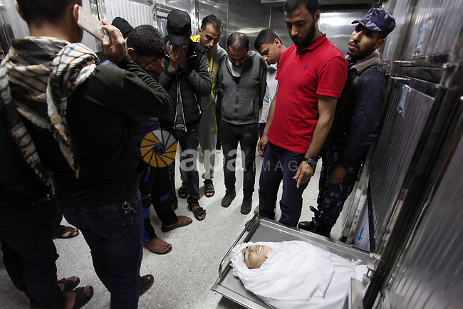 Relatives of Palestinian Khalil Atallah, 25, who was shot dead by Israeli security forces during clashes at the Israel-Gaza border, mourn over his body at a morgue in hospital in Gaza city, on April 27, 2018. Photo by Mahmoud Ajour