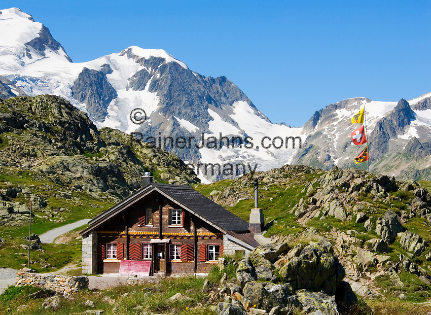 CHE, Schweiz, Kanton Bern, Berner Oberland, Sustenpass (2.224 m) - Grenze der Kantone Bern und Uri: Almhaus vorm Steingletscher | CHE, Switzerland, Bern Canton, Bernese Oberland, Sustenpass (2.224 m) - border of cantones Bern + Uri: alpine pasture house in front of Stein Glacier (Stone Glacier)