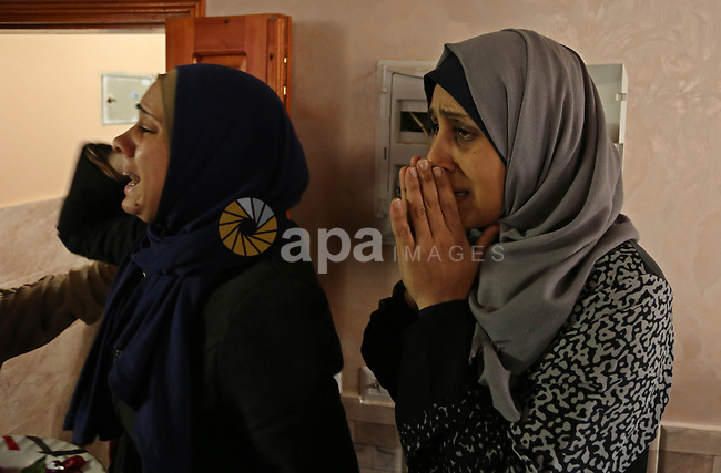 Relatives of the body of Palestinian Mohammed Al- Dahdouh who was shot dead during clashes with Israeli troops, mourn during his funeral in Gaza city December 24, 2017. Al- Dahdouh who was shot during clashes with the Israeli troops the previous last week. Photo by Ashraf Amra