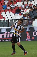 RIO DE JANEIRO, RJ, 04 DE MARCO 2012 - CAMPEONATO CARIOCA - 2a RODADA - TACA RIO - BOTAFOGO X VOLTA REDONDA - Herrera, jogador do Botafogo, cabeceia para marcar o seu segundo gol,  durante partida contra o Volta Redonda, pela 2a rodada da Taca Rio, no estadio de Sao Januario, na cidade do Rio de Janeiro, neste domingo, 04. FOTO BRUNO TURANO  BRAZIL PHOTO PRESS